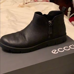 Ecco ankle shoes with zippers
